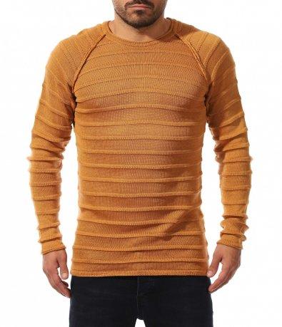 Втален пуловер с релефни мотиви