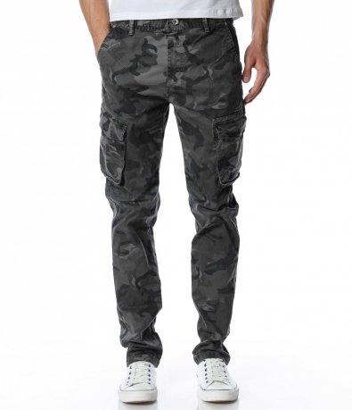 Камуфлажен карго панталон 12971