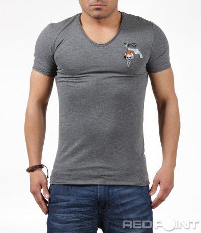 Сива тениска с цветни емблеми 6238